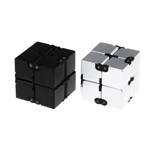 бесконечный куб из металла